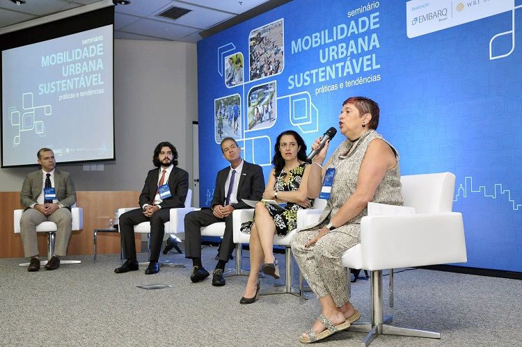 The opening session of the Seminar consisted of (from right to left) Fabio Abdala, Walter Figueiredo De Simoni, Luis Antonio Lindau, Rachel Biderman, and Lucia Mendonça. Photo by Mariana Gil/EMBARQ Brasil.
