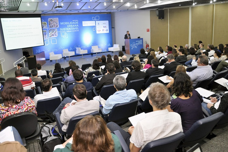 Over 160 people attended the Seminar with over 40 cities represented. Photo by Mariana Gil/EMBARQ Brasil.